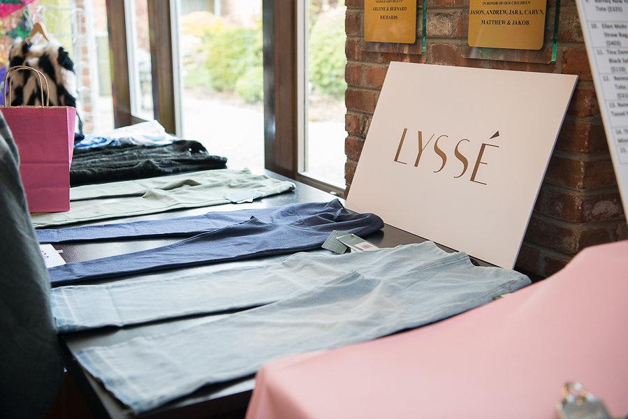 Lysse Table